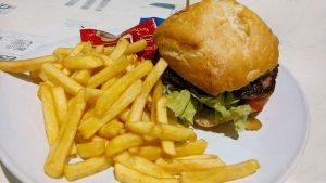 Auf ungesunde Fette und Kohlenhydrate sollte man verzichten.