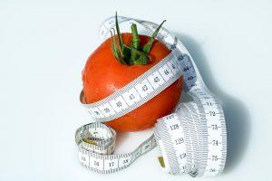Beim Abnehmen kann eine Kontrolle der Abnehmerfolge mit einem Maßband vorteilhafter sein als mit einer Körpergewichtwaage.