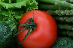 Tomaten, Zucchini, Brokkoli, Spinat und Salat sind gut zum Abnehmen geeignet.