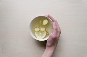 Ingwertee wirkt wohltuend auf den Körper, bei Schmerzen, Verdauungsproblemen und fördert den Stoffwechsel sowie die Darmtätigkeit.