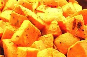 Süßkartoffeln können auch zu Pommes und Kartoffelspalten verarbeitet werden.