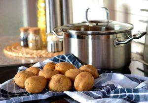 Richtige Zubereitung von Kartoffeln und Vermeidung von Solanin.