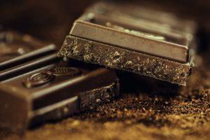 Schokolade mit einem hohen Kakaoanteil soll gegen Husten helfen.