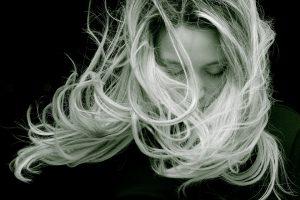 Vitamin-D-Spiegel an den Haaren erkennen