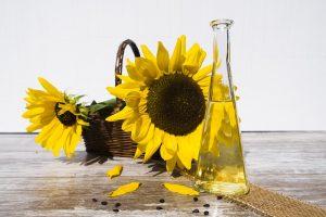 In Sonnenblumenöl befinden sich 63 g Omega-6-Fettsäuren auf 100 g.