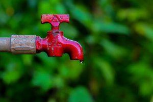 Leitungswasser ist besser als sein Ruf und wird auch am Entnahmeort streng kontrolliert, anders als Mineralwasser.