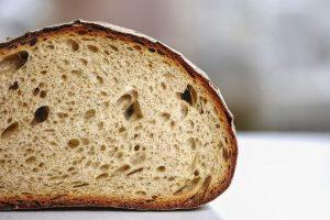 Sollte sich Schimmel auf dem Brot bilden so gilt es dieses komplett zu entsorgen.