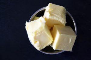Die Buttermilch-Diät kann in 2 Varianten durchgeführt werden, radikal oder integriert.