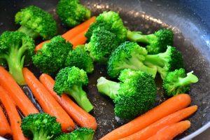 Eine gesunde Ernährung und Bewegung können lebensverlängernd sein.