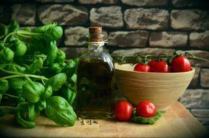 Die Essgewohnheiten haben sich in den letzten Jahrzehnten gewandelt, immer weiter weg von festen Essenszeiten und gesunden selbst zubereiteten Speisen.