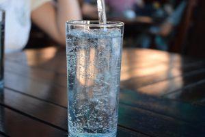 Man achtet darauf genügend zu trinken, vorwiegend Mineralwasser oder Tees.