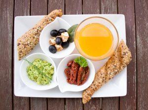 Bei der Diät nimmt man vermehrt Vollkorn-Produkte zu sich sowie Obst und Gemüse.