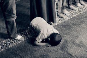 Fasten kann auch regligös bedingt sein wie bei den Katholiken vor Ostern oder den Muslimen zum Ramadan.