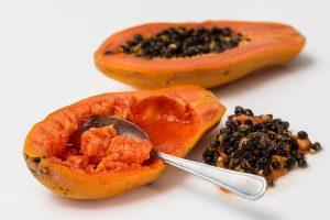 Auch Papayas gehören zur Fatburner-Diät