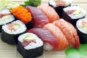 Die japanische Küche bietet mit Fisch und frischem Gemüse viel gesunde Abwechslung.
