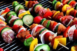 Auch ein Schaschlik ohne Fleisch ist möglich mit viel Gemüse und Tofu.